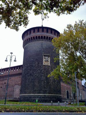Castello Sforzesco Milano Giorno e Notte - We Love You! http://www.milanogiornoenotte.com