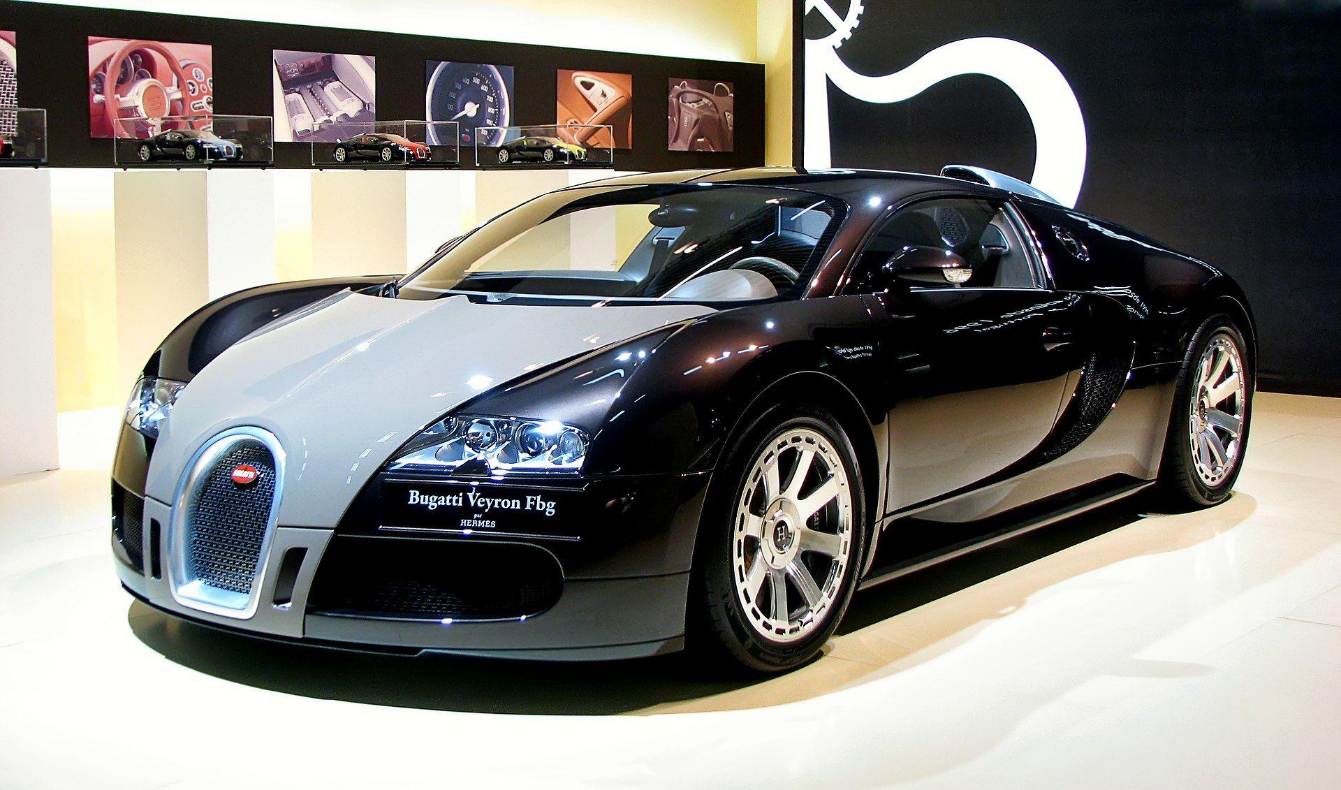 Bugatti Veyron - BCN motorshow 2009 - Bugatti Veyron - Wikipedia #bugattiveyron