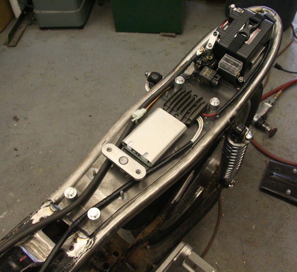 cafe racer battery - Пошук google   cafe racers   pinterest