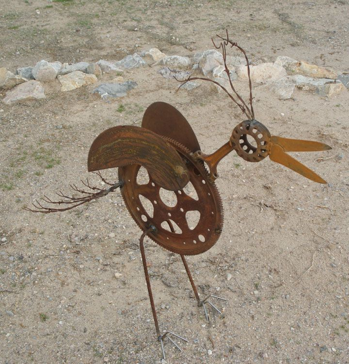 Creative Use Of Rusty Gears And Garden Tools!