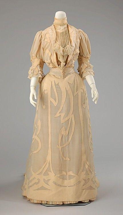 Wedding Dress    1901    The Metropolitan Museum of Art