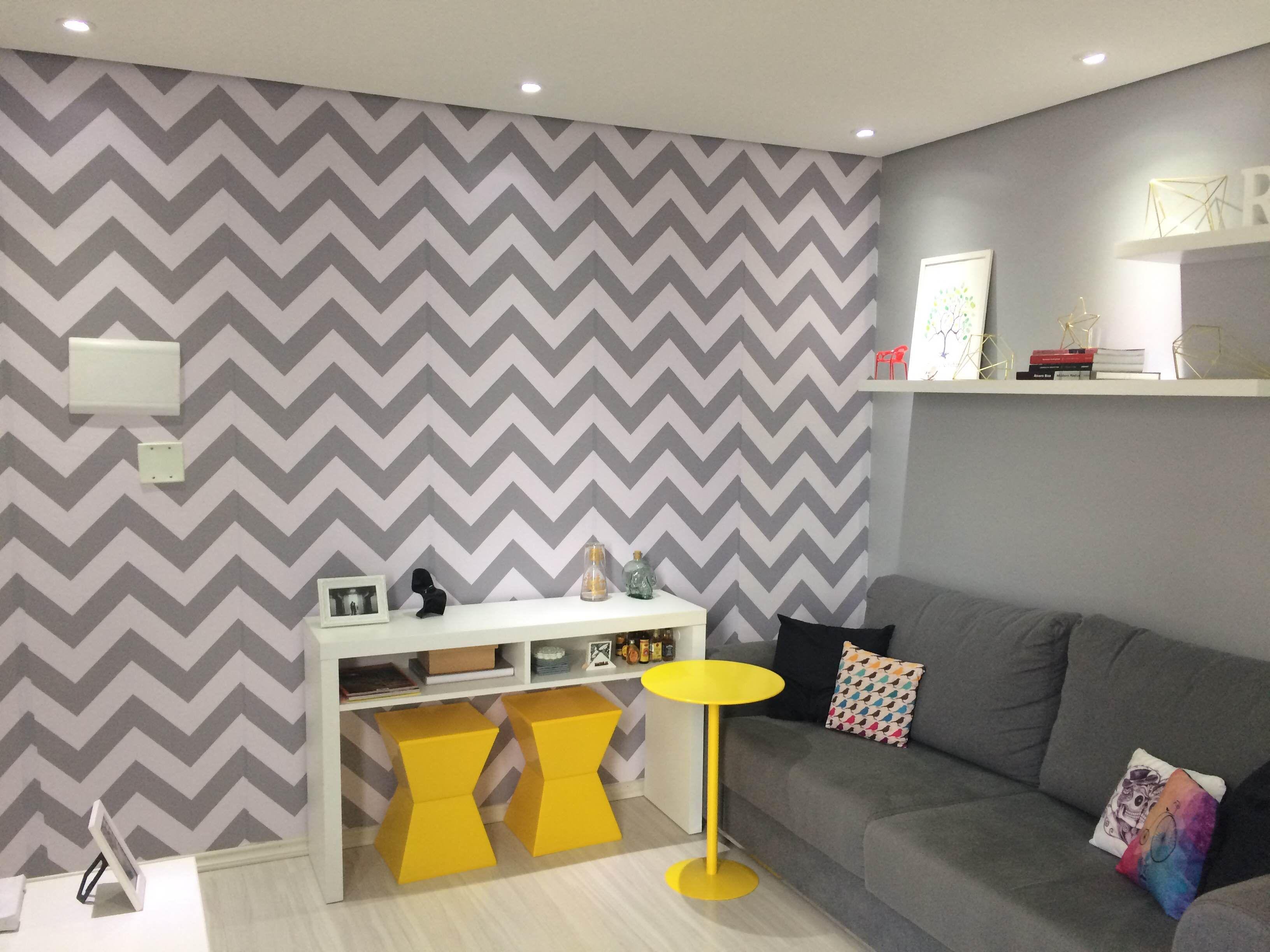 Mobili Rampazzo ~ Sala de estar. adesivo de parede. chevron. cinza e branco
