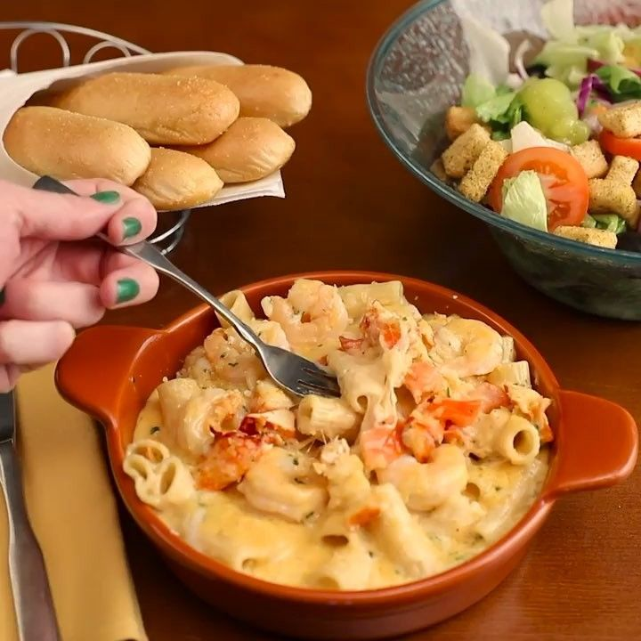 Olive Garden's New Lobster Shrimp Mac & Cheese Is The