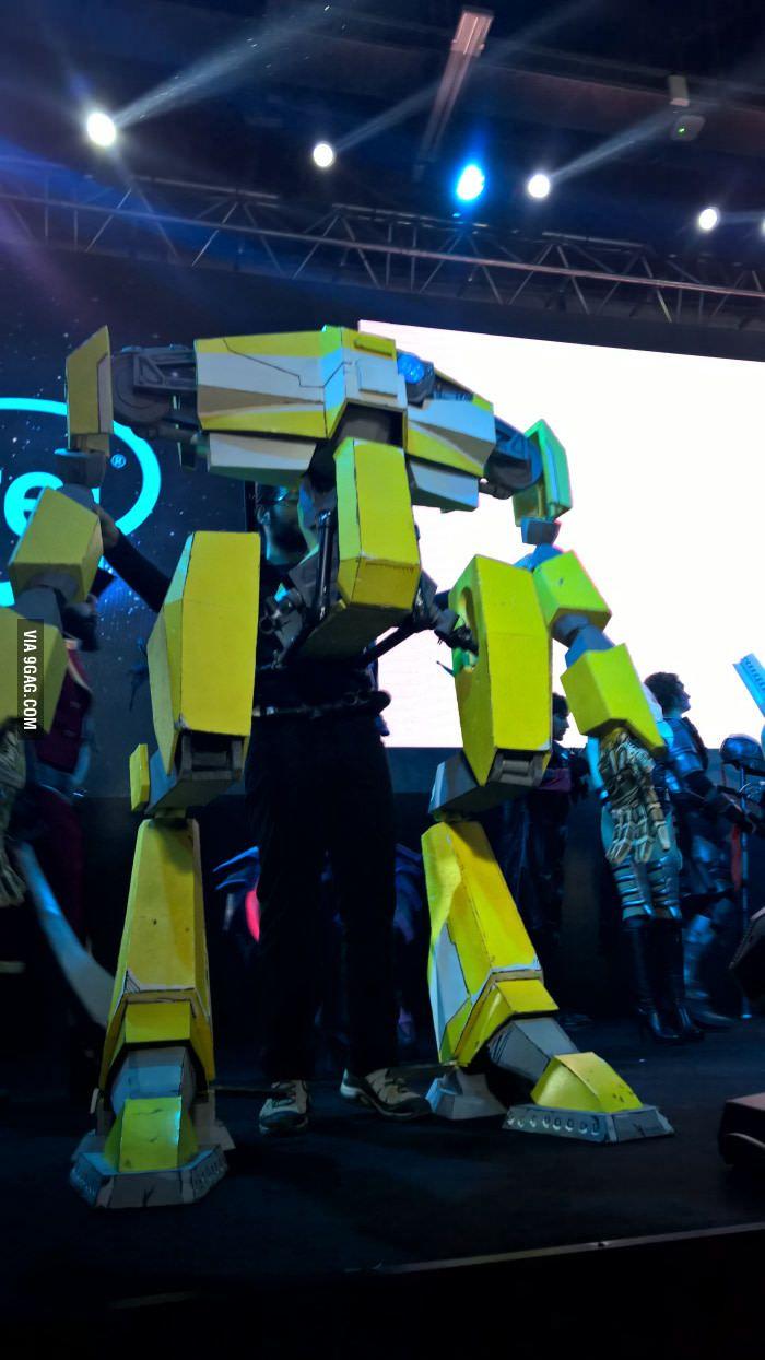 Loaderbot cosplay from Borderlands - 9GAG