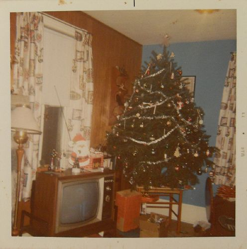in the 1960s - in a Cal-oh-knee-al interior. Love the tree on the Shaker tape bench.