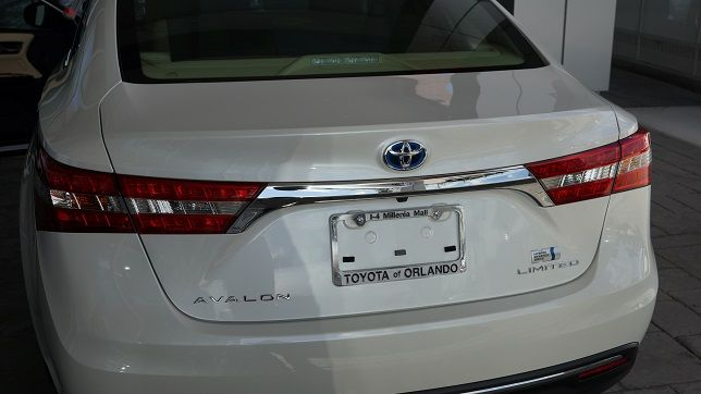 The Orlando Toyota Avalon offers a super-sophisticated way to go green in 2013 - find out how it achieves major fuel efficiency AND manages to keep a sleek style inside and out from Toyota of Orlando!  http://blog.toyotaoforlando.com/2013/03/2013-toyota-avalon-hybrid-best-green-car/