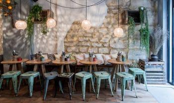 Tapas Dans Un Jardin D Hiver Avec Images Design De Restaurant