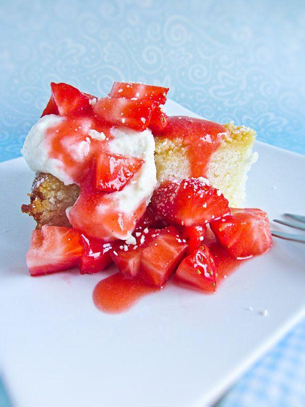 Semolina Cake with Strawberries