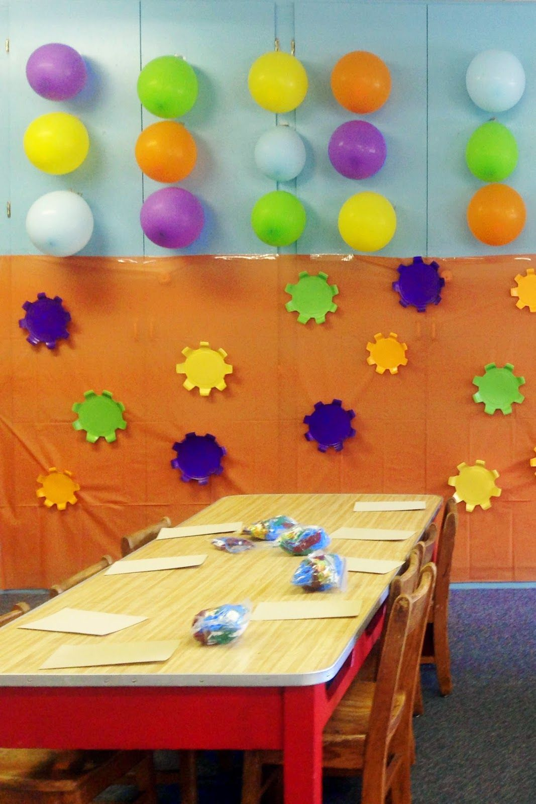 Dancing Commas  Workshop of Wonders VBS  Balloon and paper plate gear wall & Dancing Commas :: Workshop of Wonders VBS :: Balloon and paper plate ...