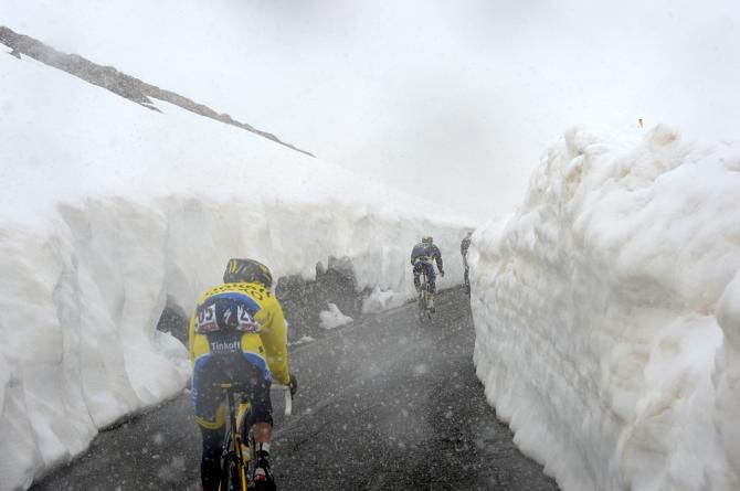 Discoursesofthewithered Tall Banks Of Snow Dwarf The Riders Atop The Passo Gavia Via Cyclingnews Com Giro D Italia Road Cycling Bike Ride