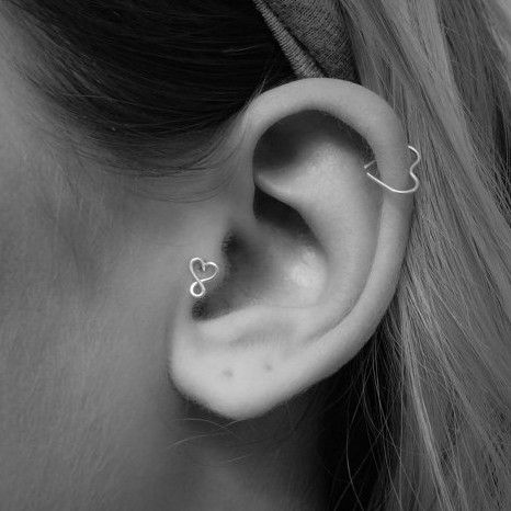 tragus piercing everything you want to know v tements. Black Bedroom Furniture Sets. Home Design Ideas