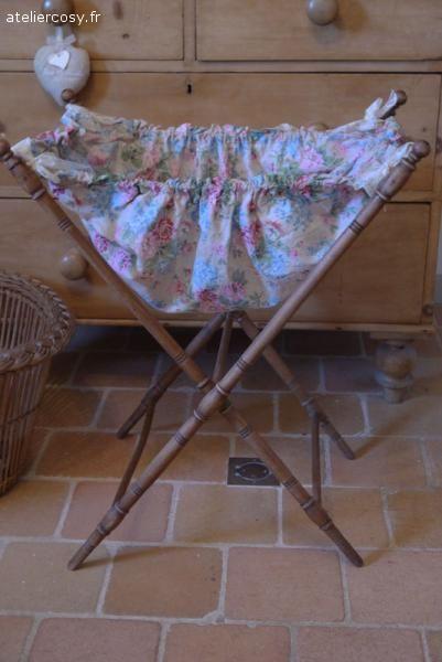 Mercerie ancienne , travailleuse e son tissu d'origine Brocante de charme atelier cosy.fr