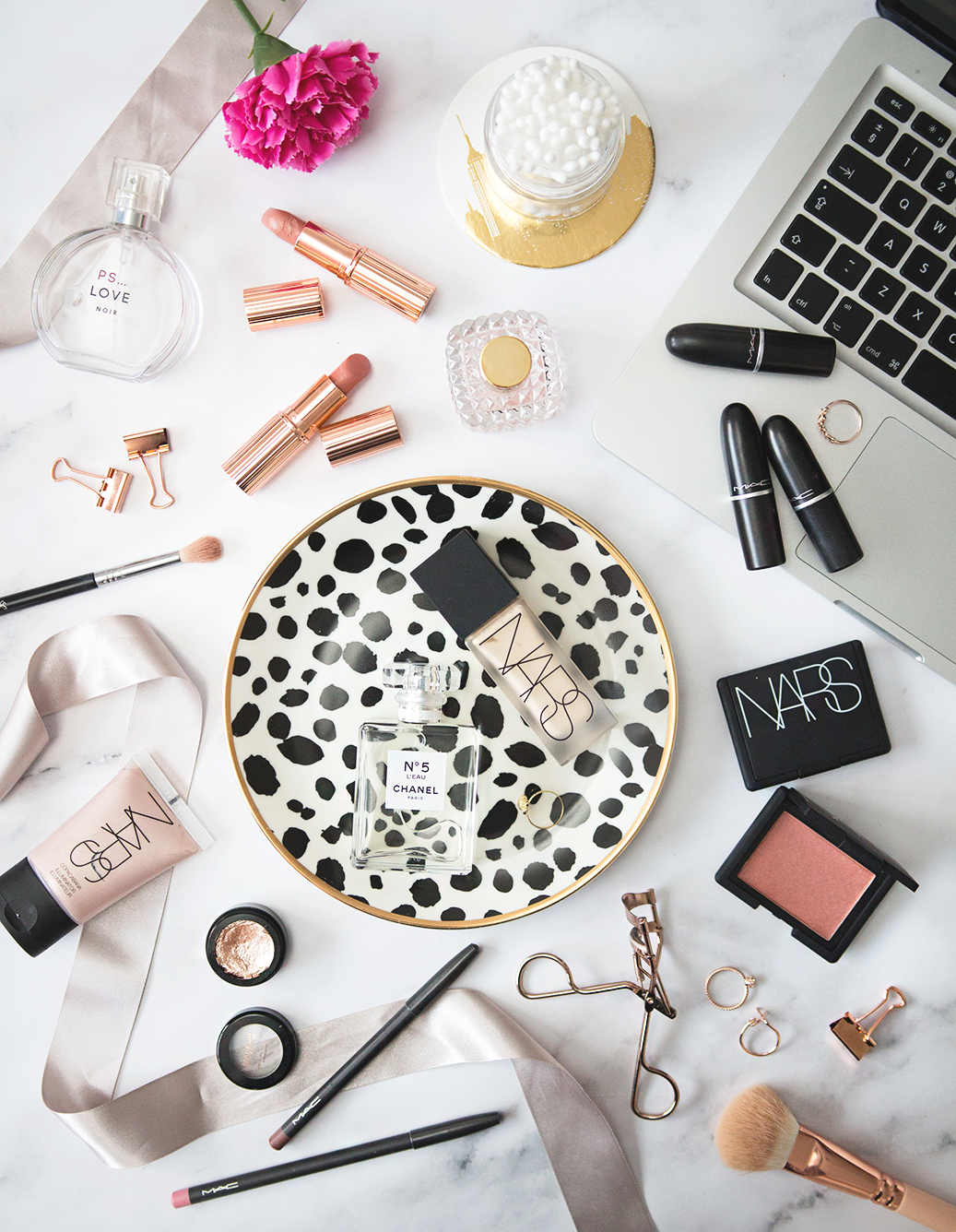 How To Achieve The Perfect Flat Lay. // Flat Lay Photography Tips.