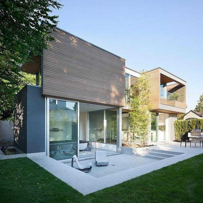 une-maison-contemporaine-avec-pelouse-verte-et-jardin-moderne-maison - Facade Maison Style Moderne