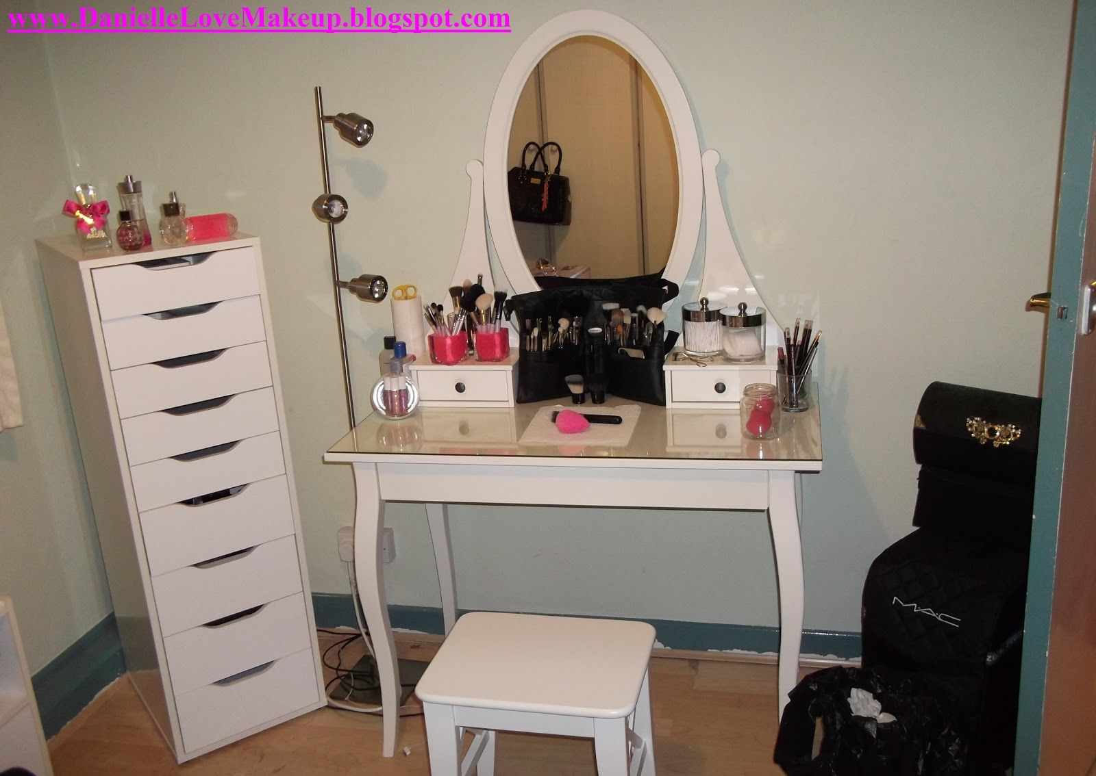 Ikea dressing table hemnes google search home ideas for Dressing room ideas ikea