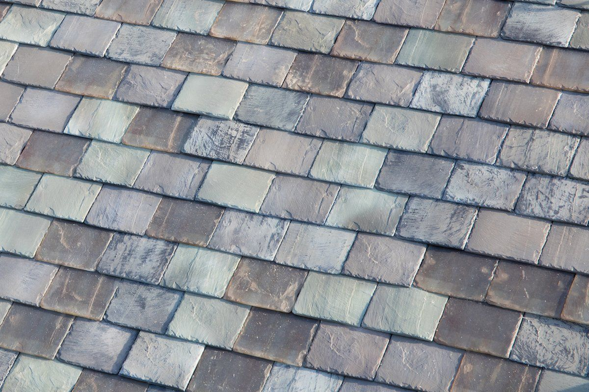 Everything You Need To Know About Tesla S Solar Roof That S Using New Glass Technology Solar Shingles Tesla Solar Roof Solar Tiles