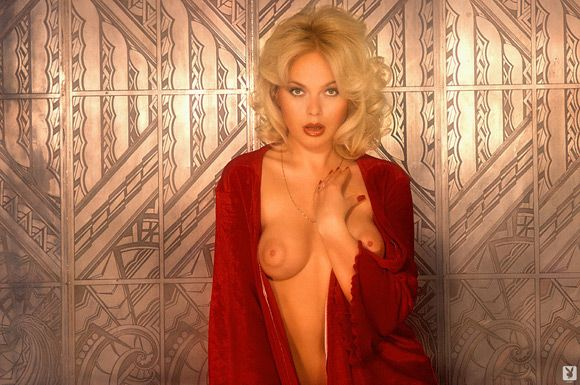 lillian mueller playboy playmate girl getting nude and exposing