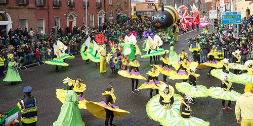 ARTASTIC PRESENTED WOW O' CLOCK AT THE ST. PATRICK'S PARADE IN DUBLIN REF-102219 [The Streets Of Ireland]