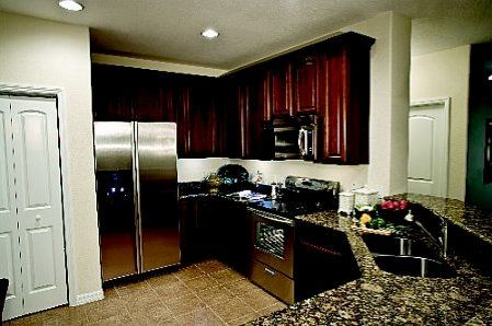 Kinley Kitchen At Urbana Www Urbanaluxuryapts Com Luxury Apartments Luxury Amenities Urbana