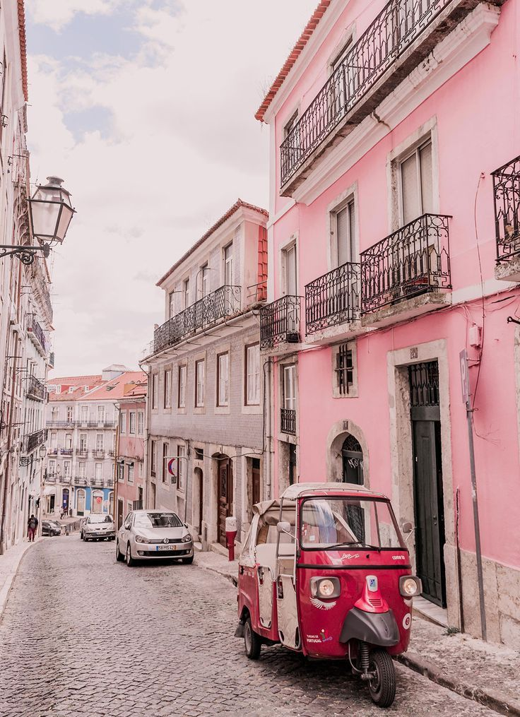 My Guide to Wandering Lisbon: The Rainbow-Hued City | Jayde Archives