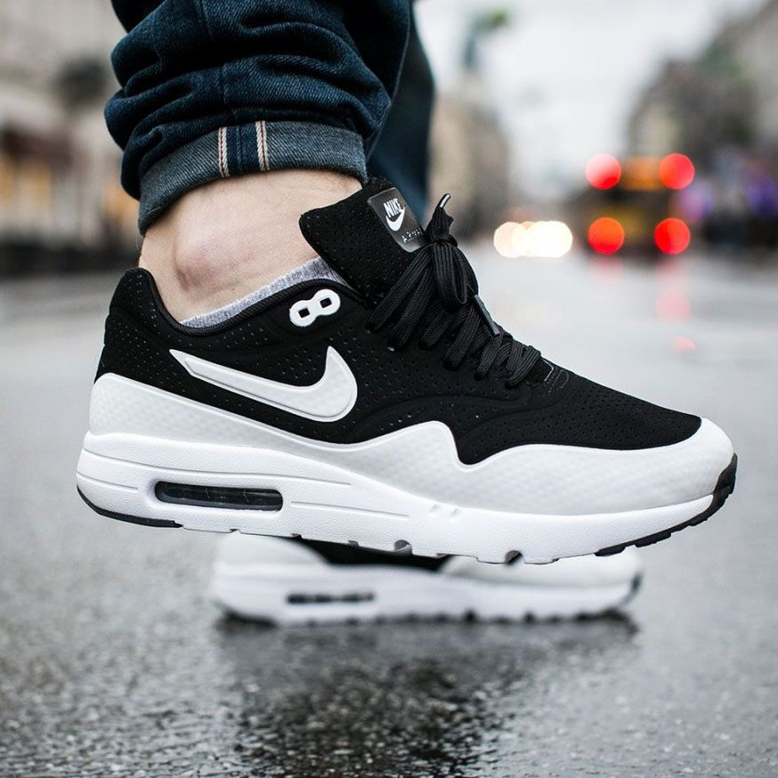 detailed look 1a605 22de2 NIKE Air Max 1 Ultra Moire Black   Grey