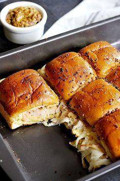 5-ingredient Turkey Sliders • Unicorns in the kitchen #breakfastslidershawaiianrolls