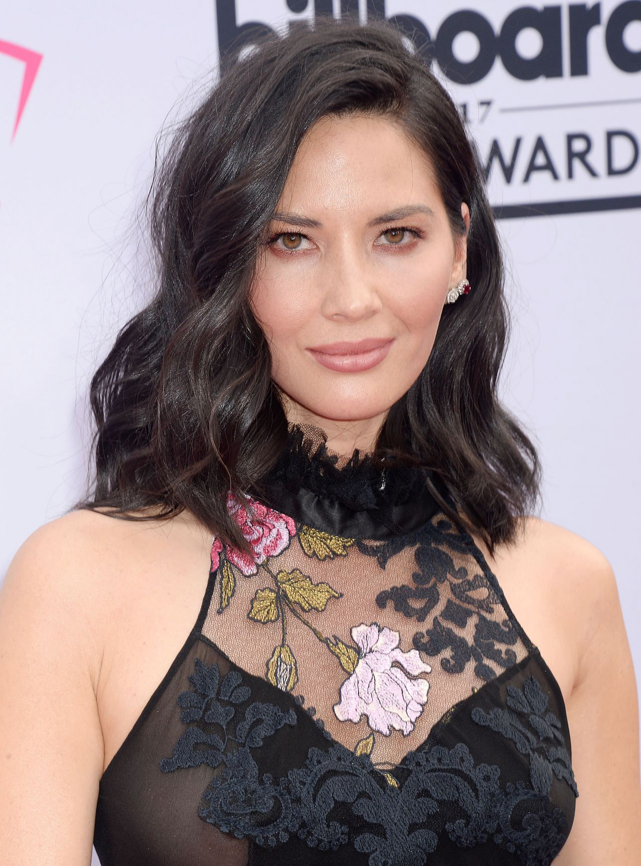 Pin By Angels On Hairology Olivia Munn Billboard Music Awards 2017 Hollywood Celebrities