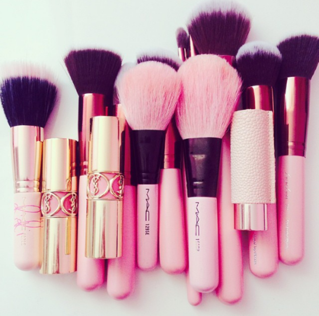 Pink makeup brushes Mac makeup, Makeup, Makeup brushes