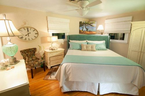 Small Bedroom Layout, How To Organize A Small Bedroom With Queen Bed