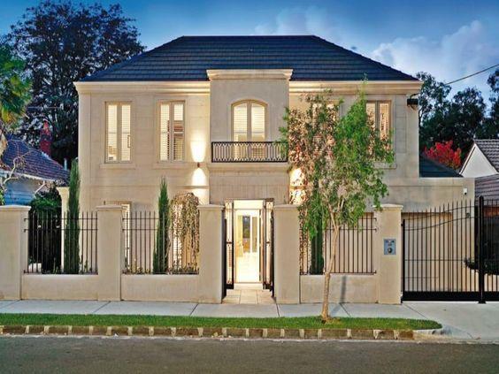Fachadas de casas con cerco 9 fachadas como organizar for Interiores de casas clasicas