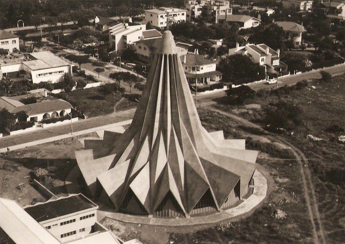 A Igreja de Santo António da Polana, arquitecto Nuno Craveiro Lopes, 1962