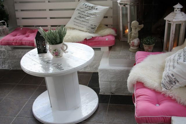 DAISYS HOME: Cable Spool Table #cablespooltables DAISYS HOME: Cable Spool Table #cablespooltables