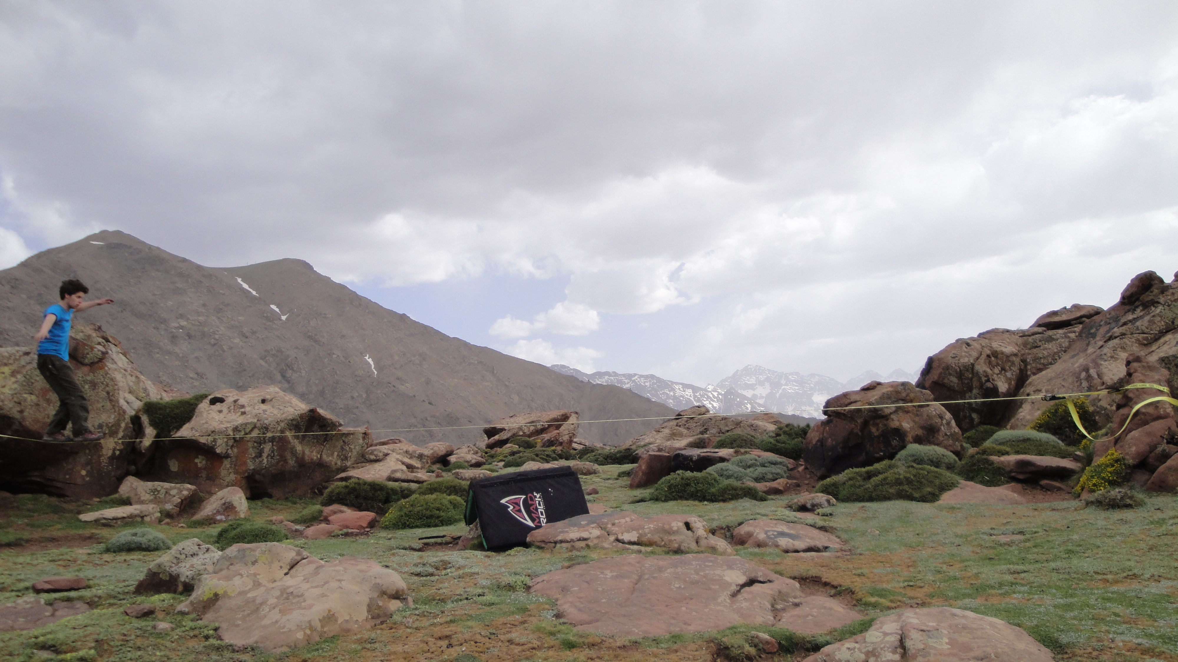 Bouldering in morocco in the village oukaimeden. High Atlas mountains. check www.imiksimik.nl for all the info you need