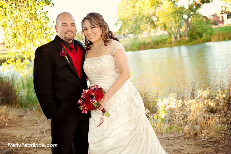 {Real Curvy Wedding} Red and Black New Mexico Wedding by Ell Photography | The Pretty Pear Bride