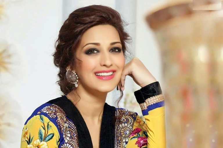 foto de Sonali Bendre Movies and Songs List | Prettiest actresses, Sonali ...