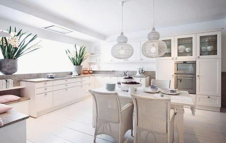 Kuchenne Krzesla To Detal Ktory Dopelnia Kazda Aranzacje Mimo Kamiennych Elementow Pastelowe Kolory I Dodatki Spra Kitchen Interior Design Software Home Decor