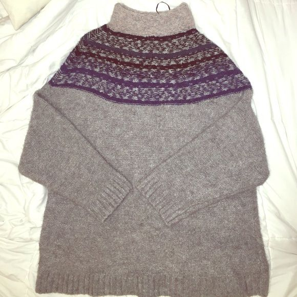 H&M Sweater Dress Perfect with a pair of leggings or tights. H&M sweater dress is the perfect throw on piece in your closet. Size L. H&M Sweaters Crew & Scoop Necks