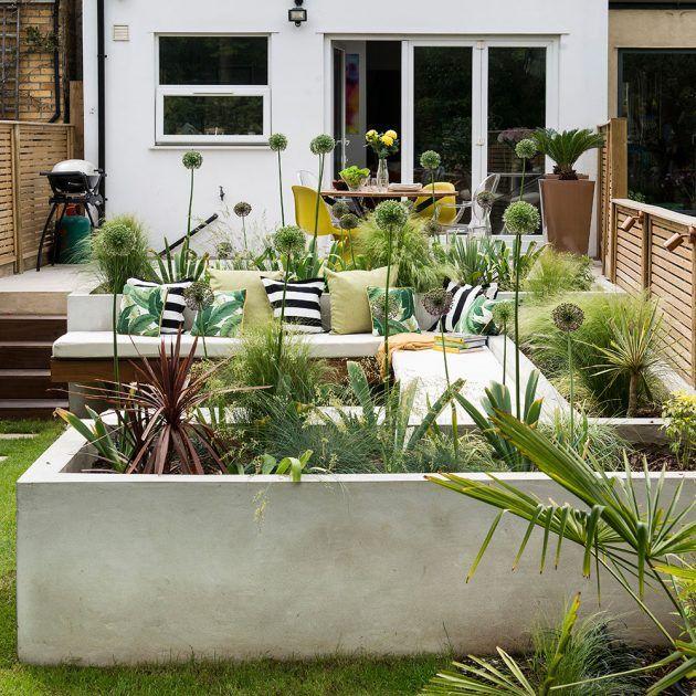 Photo of Gartenumgestaltung mit mehreren Zonen, Hochbeeten, Sommerhaus und Essbereich
