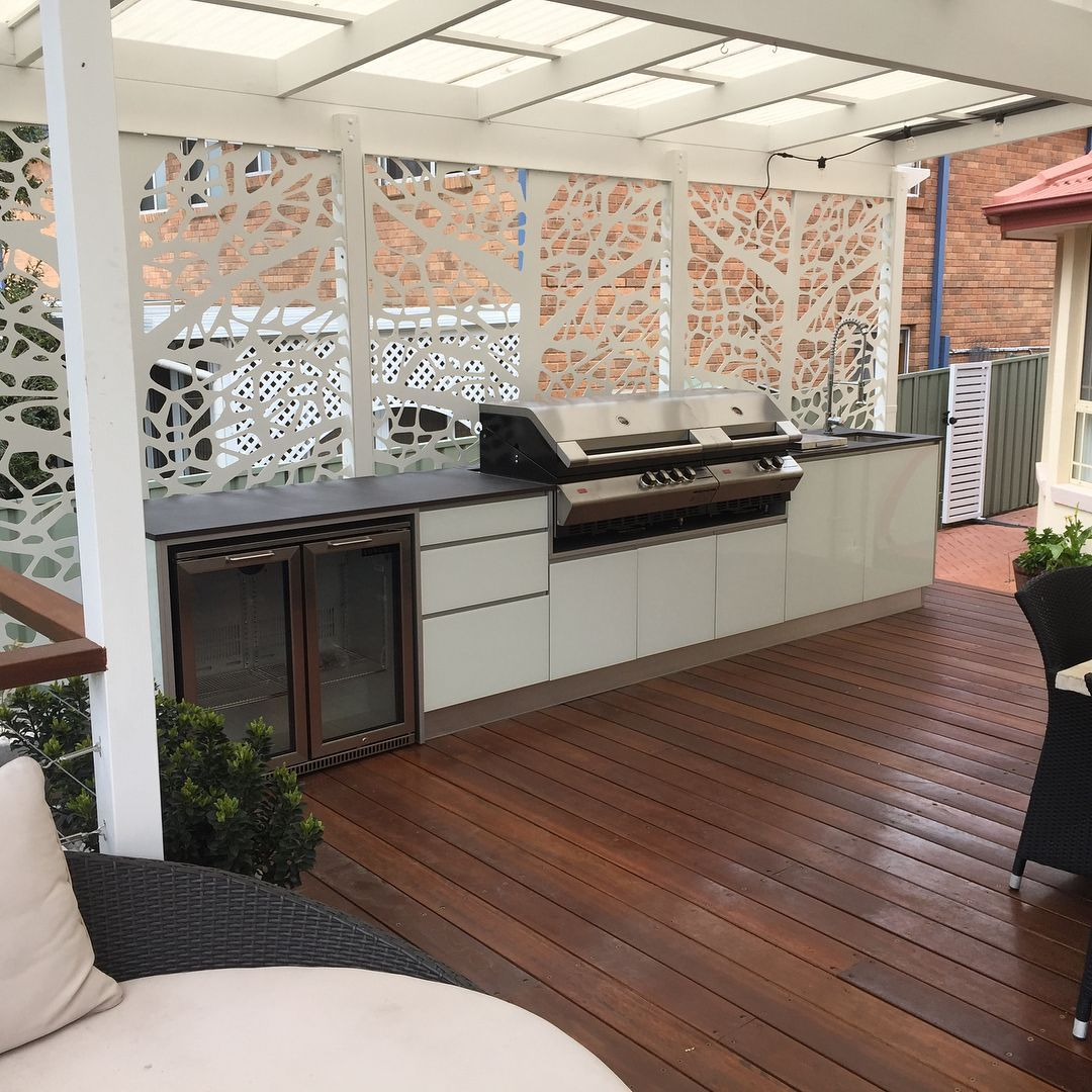 Aluminium Louvres Would Block Out The Wind And Rain Protecting The Bbq And Cupboards It Would Also Outdoor Bbq Kitchen Outdoor Kitchen Design Outdoor Bbq Area