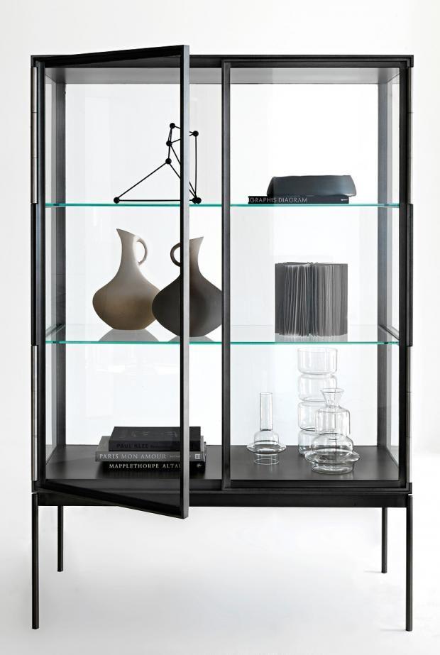 vitrinen aus glas holz und metall guter duchblick vitrine galerist von lema. Black Bedroom Furniture Sets. Home Design Ideas