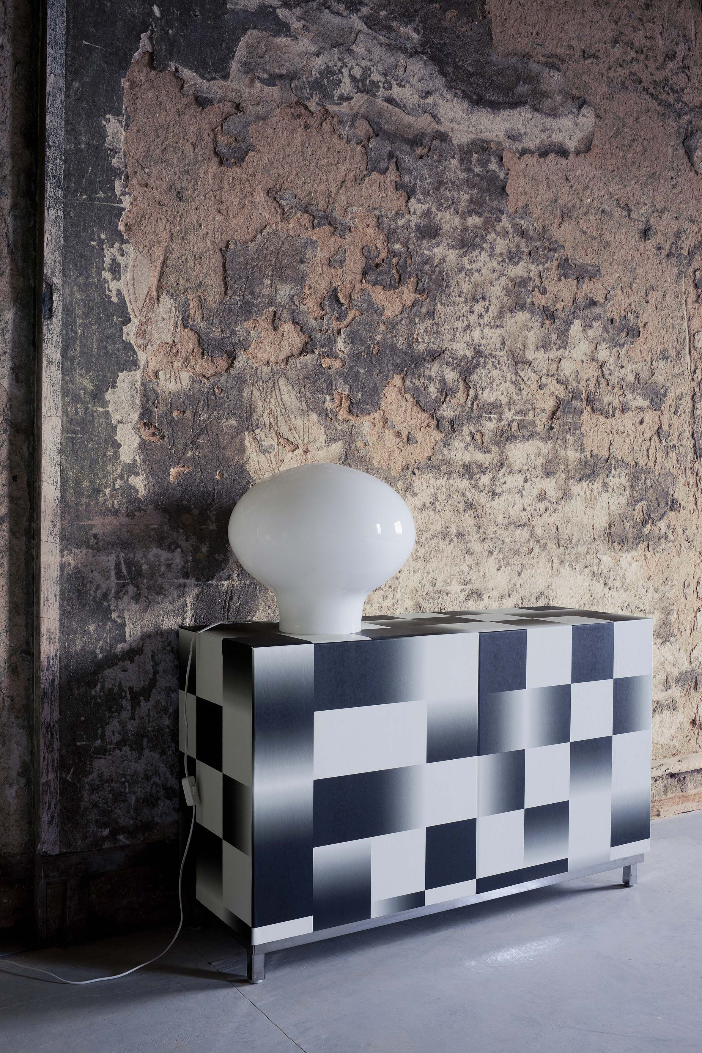 The Geometric collection was designed to reflect the trend for modern living. With the use of clean edges, clever repeats and trompe l'oeil effects, Geometric revives the mood of the 60's with its 'Op Art' geometry and explorations of colour, line, movement and illusion.  Wallcovering from Cole & Son, Geometric
