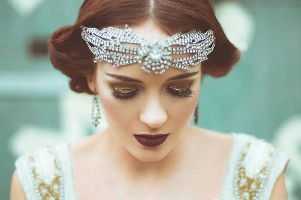 Facebook - Vintage Weddings Love the bridal look and headpiece for this Gatsby wedding.