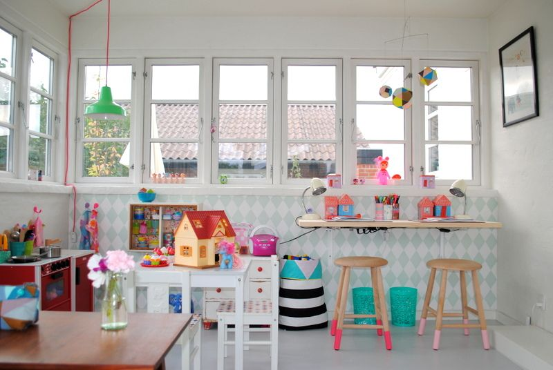 Love this play room. The desk and stools are my favorite.