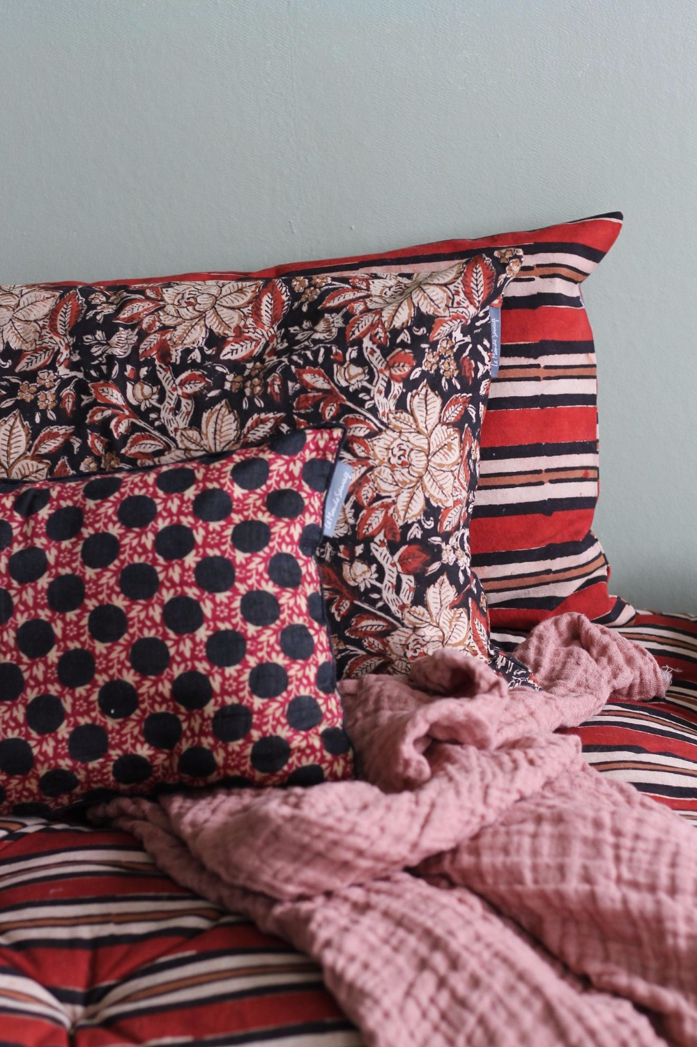Déco avec motifs : les imprimés tendance sur textile, papier peint, vaisselle