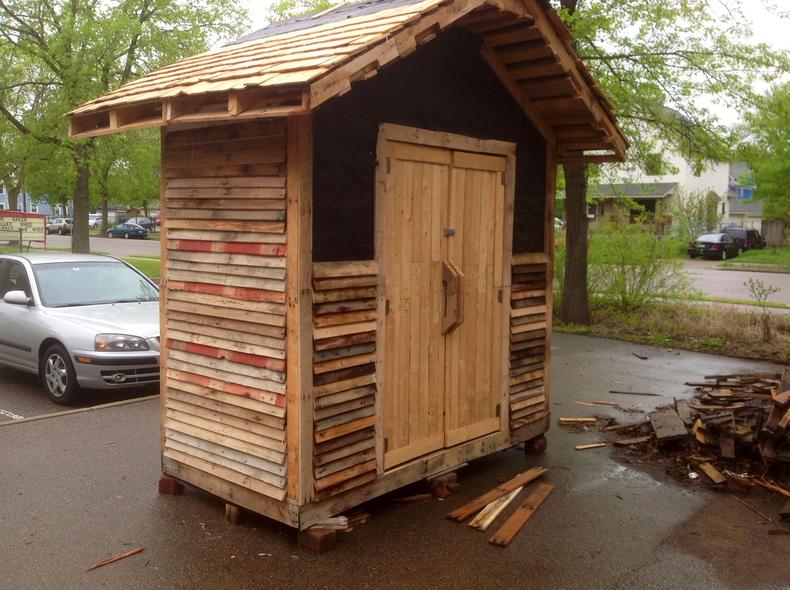 unusual cheap cabin ideas. Starting to look like a cool cheap shed for under 50 dollars  That should