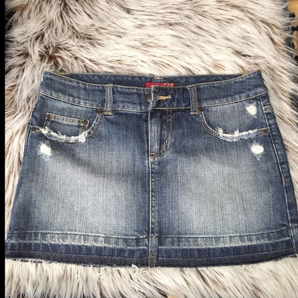 Forever 21 mini size 3 Super cute jean skirt in size 3. Great condition, if you have any questions feel free to ask. Bundling is encouraged! Thank you Forever 21 Skirts Mini