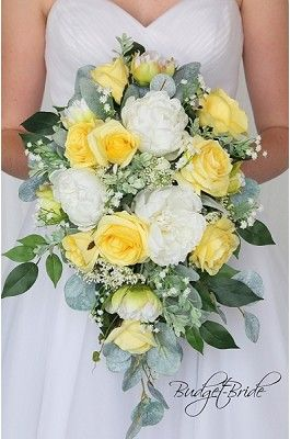 Yellow and white wedding flowers for small wedding #whitebridalbouquets
