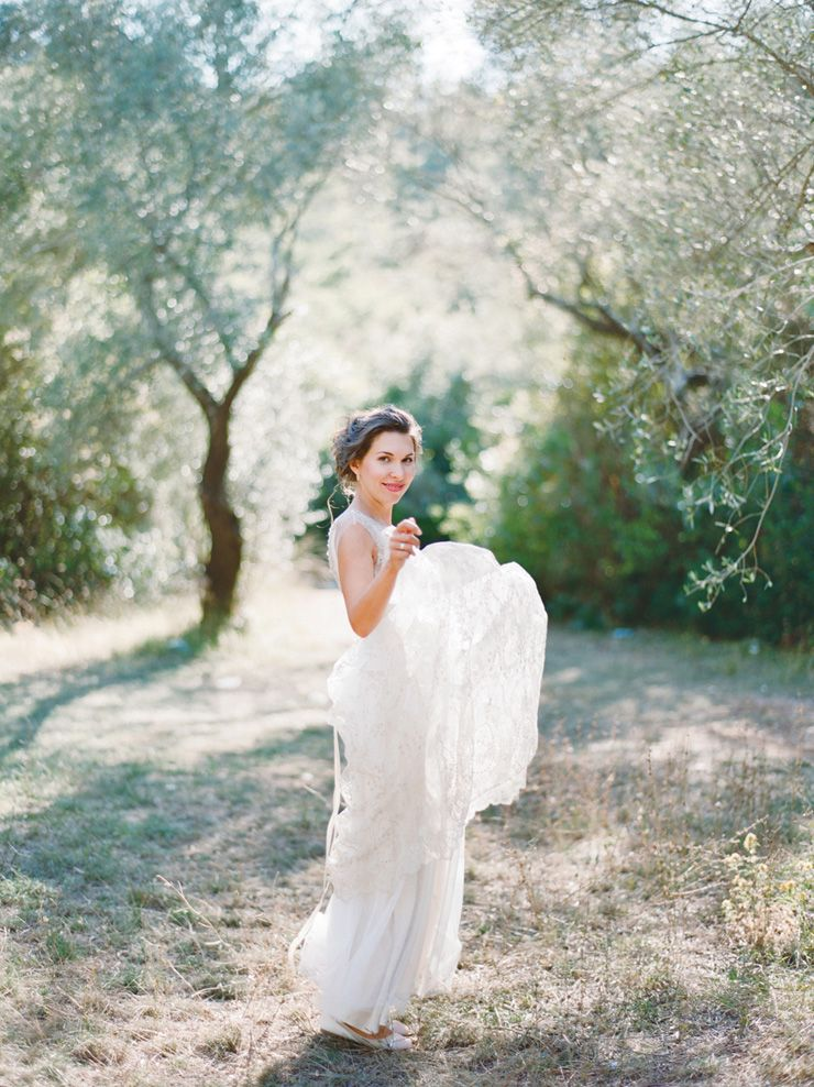 Pretty bouquet - Vera Wang wedding gown for an Intimate and Romantic Montenegro Wedding | fabmood.com #wedding #intimatewedding