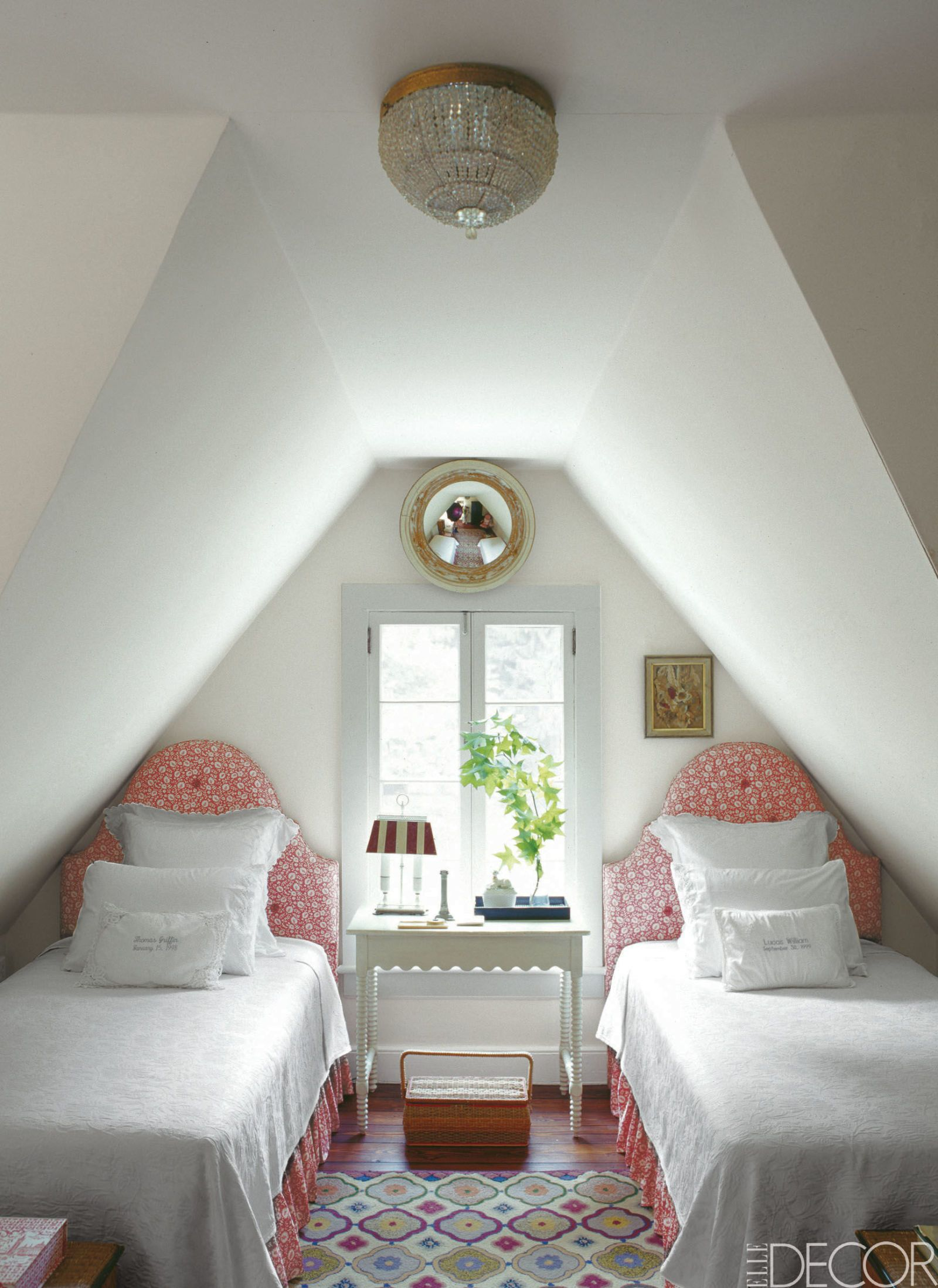 How to maximize style and space in a small bedroom - How to maximize a small bedroom ...