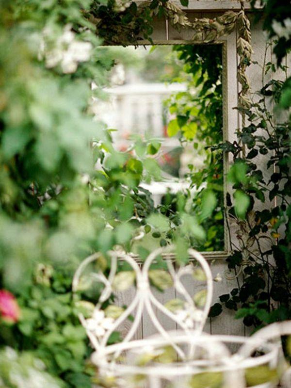 Gartengestaltung leichte und m rchenhafte deko ideen im - Spiegel im garten ...